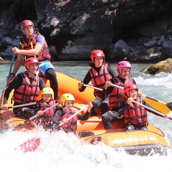Rafting entre amis proche Camping Le Chêne Tallard Hautes-Alpes