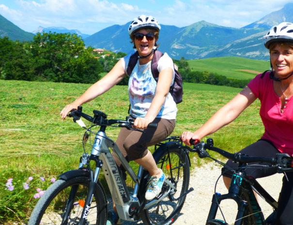 Balade vélo électrique Tallard proche Camping Le Chêne Tallard Hautes-Alpes