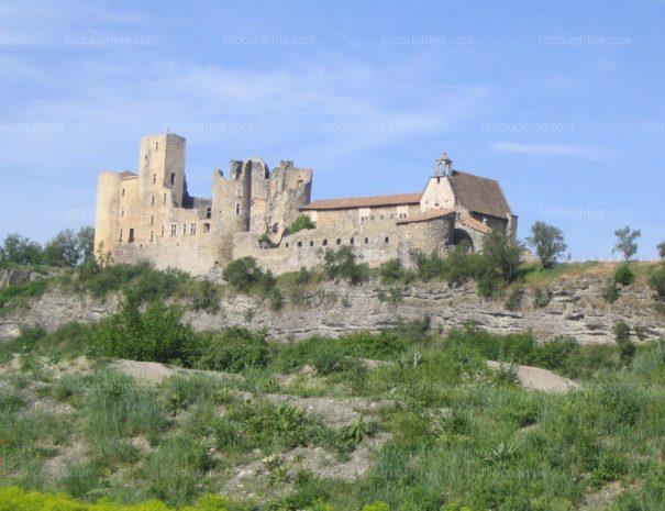 Chateau-medieval-domine-le-village-et-la-vallee-de-la-durance