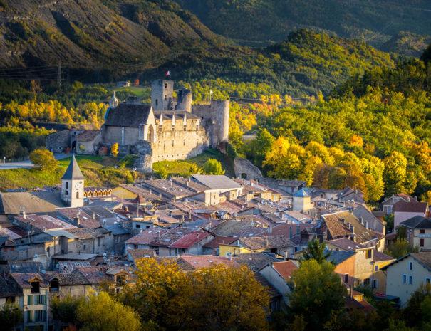 Balade culturelle Tallard proche Camping Le Chêne Tallard Hautes-Alpes