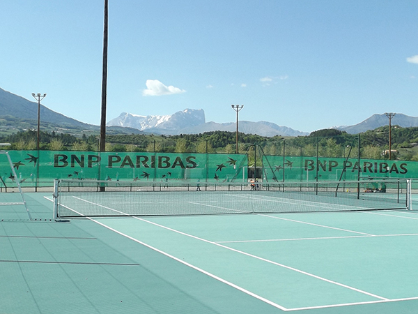 Camping Le Chene Tallard Gap - Terrain de tennis et multisport