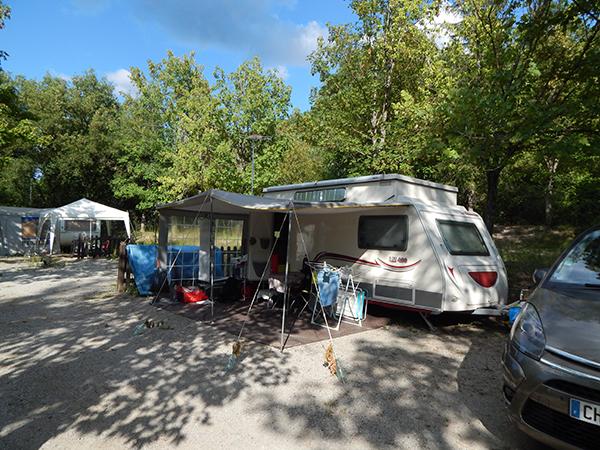 Emplacement Caravane - Camping Le Chêne Tallard - Gap